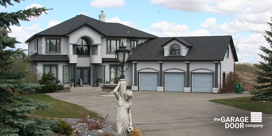 Big House With Three Garage Doors